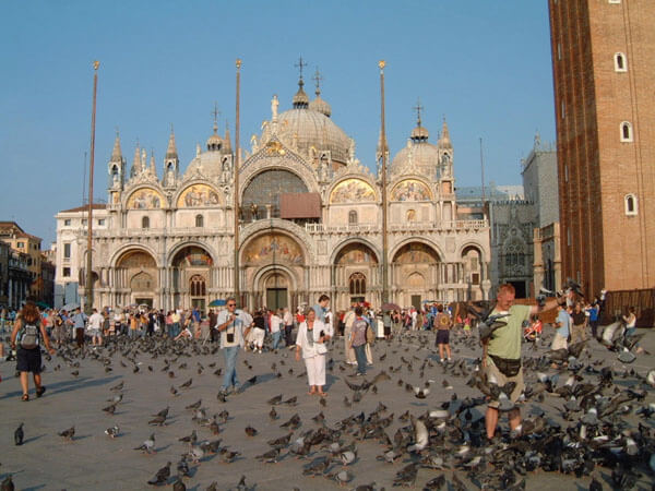 PIAZZA SAN MARCO…PEOPLE AND PIGEONS