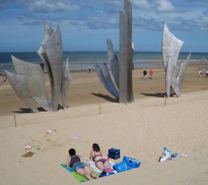 Les Braves sculpture on Ohaha Beach is an artists way of honoring the fallen